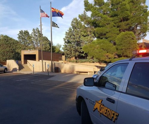 Man shoots and kills two women outside courthouse in Holbrook, Arizona