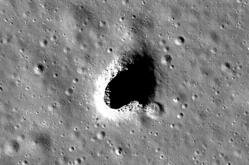 Lunar lava tube could be used as a moon mission base