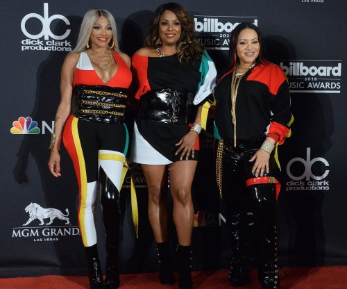 Salt-N-Pepa reunite with En Vogue at Billboard Awards