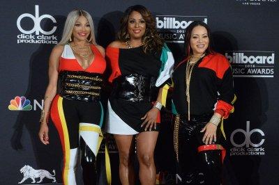 Salt-N-Pepa reunite with En Vogue at Billboard Awards