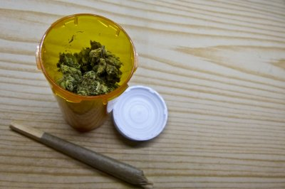 Survey: More in U.S. using medical pot for insomnia, pain, stress