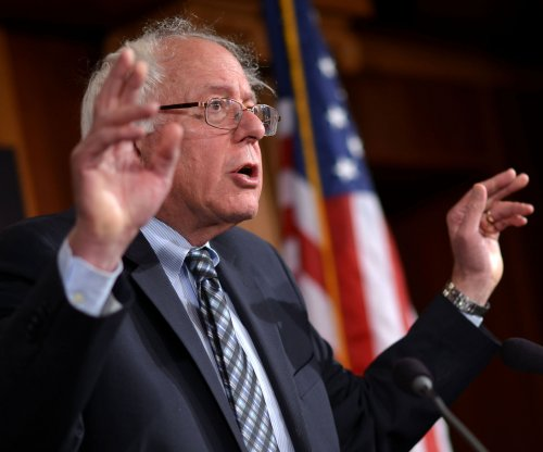 White House candidate Sanders pushes bill to break up largest U.S. banks