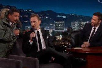 Tom Hiddleston sings in Spanish on 'Jimmy Kimmel Live'