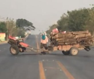 Man chases runaway trailer in circles on road in Thailand