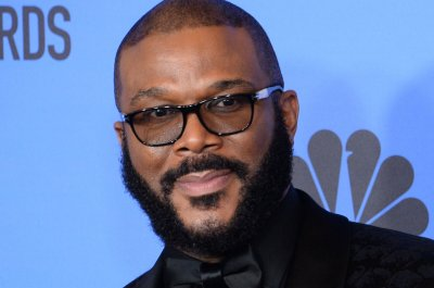 Tyler Perry Studios feeds 5,000 families for Thanksgiving