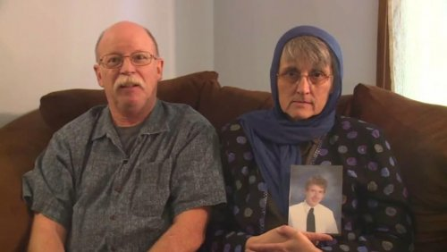 Peter Kassig's parents release video plea to ISIS