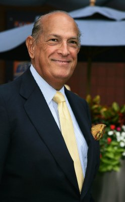 Fashion legend Oscar de la Renta dead at 82