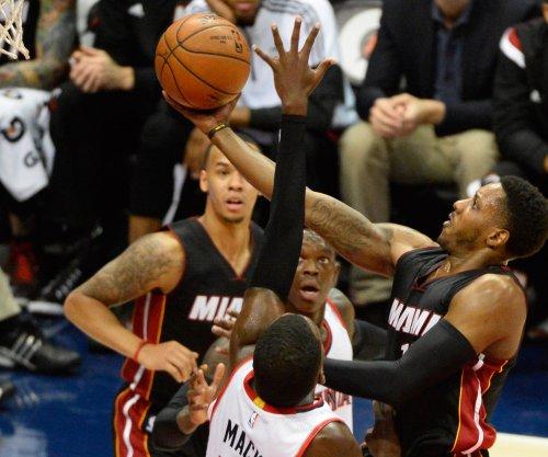 Dragic, Miami Heat rout Phoenix Suns