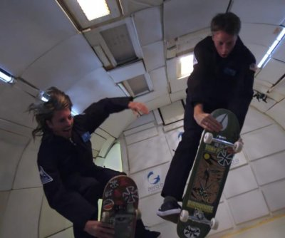 Tony Hawk, Jaws Homoki attempt skateboard tricks in zero gravity