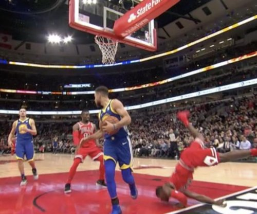 Chicago Bulls' Kris Dunn dislocates teeth on successful dunk