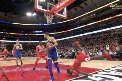 Chicago Bulls' Kris Dunn dislocates teeth on successful dunk