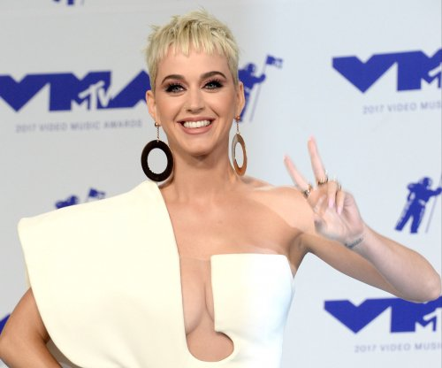 Katy Perry gives surprise performance at Calif. mudslide benefit show