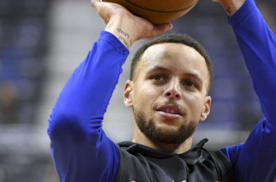 Warriors aim for fifth straight 50-win season vs. Nets