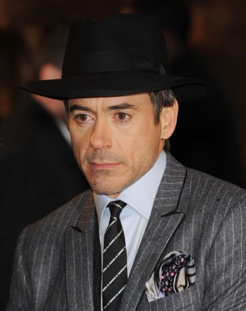 Downey says Holmes role not intimidating