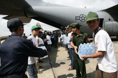 U.N. head arrives in Yangon