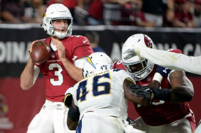 Report: Cardinals to stick with three QBs