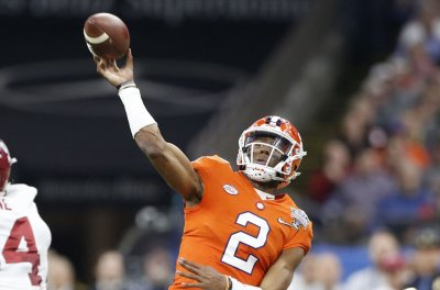 College Football Roundup: Clemson sneaks by Texas A&M