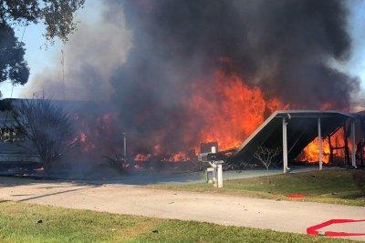 2 killed, 1 injured in gyrocopter crash at Florida mobile home park