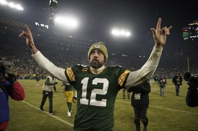 Green Bay Packers quarterback Aaron Rodgers announces engagement