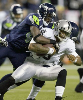Raiders turn to Pryor at quarterback