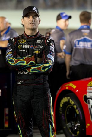 Jeff Gordon second at Richmond; maintains Sprint Cup lead
