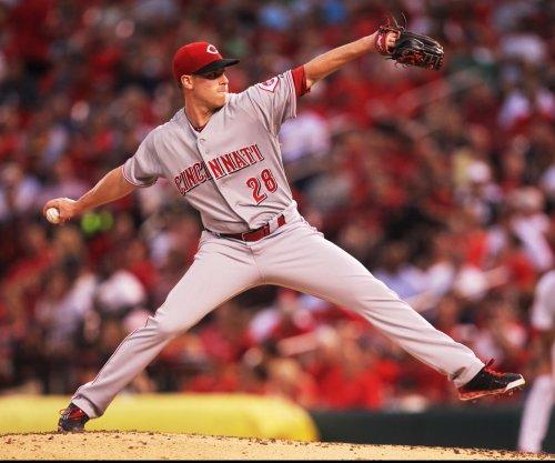 Cincinnati Reds' Tucker Barnhart, Joey Votto homer as Anthony DeSclafani stops Atlanta Braves