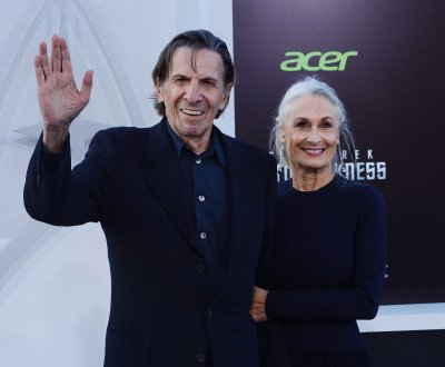 Leonard Nimoy urges fans to quit smoking, reveals lung disease