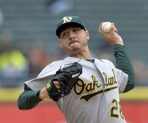 Dodgers sign LHP Scott Kazmir for three years