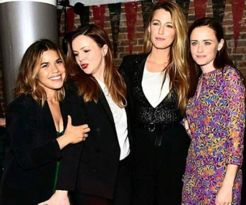 'Sisterhood of the Traveling Pants' stars reunite at movie premiere