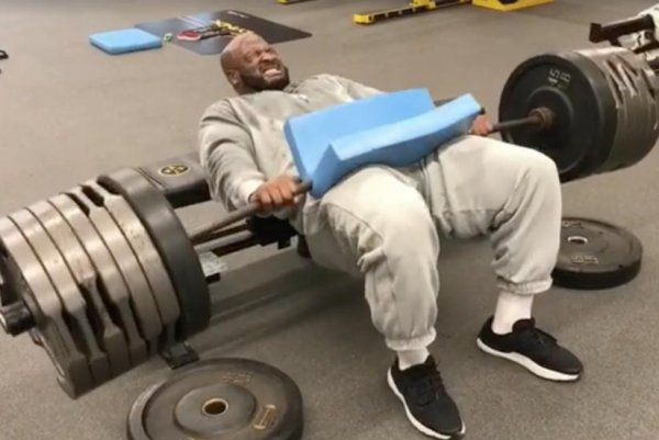Watch James Harrison Does Thrusts With 675 Pounds Of