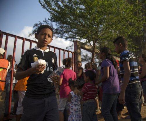 U.S. warns of arrests as migrant caravan reaches border