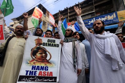 Asia Bibi free to leave Pakistan after high court dismisses last blasphemy charge