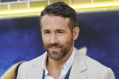 Ryan Reynolds talks giving back during pandemic on 'Late Show'