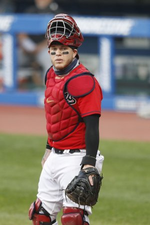 Cleveland Indians' Roberto Perez has finger surgery, out 'months'