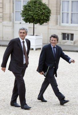 French minister breaks ranks on spy system