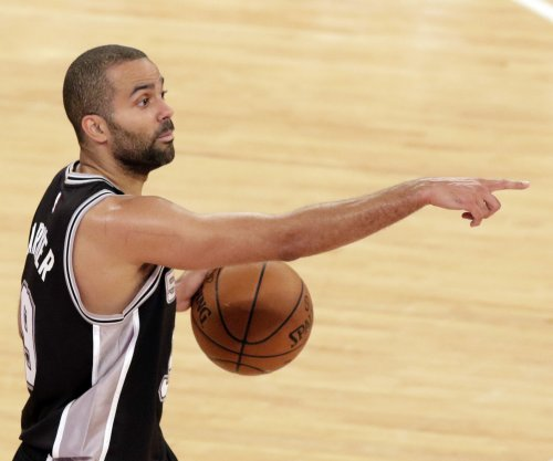 Spurs beat Suns, stay perfect at home
