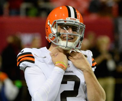 Johnny Manziel 'hung over' at Browns' late-season practice, source says
