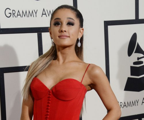 Ariana Grande claims to live on a cloud in 'SNL' promos