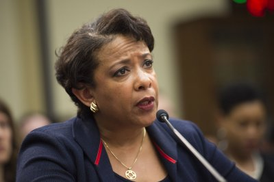 Lynch fends off GOP grilling on decision not to prosecute Clinton