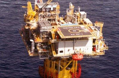 Oil markets up as Gulf Coast braces for Gordon