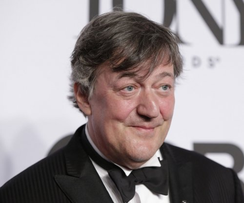 Stephen Fry is leaving British panel show 'QI'
