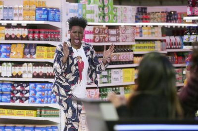 Leslie Jones explains updates in new 'Supermarket Sweep'
