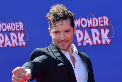 David Bisbal, Carrie Underwood team up for 'Tears of Gold' video
