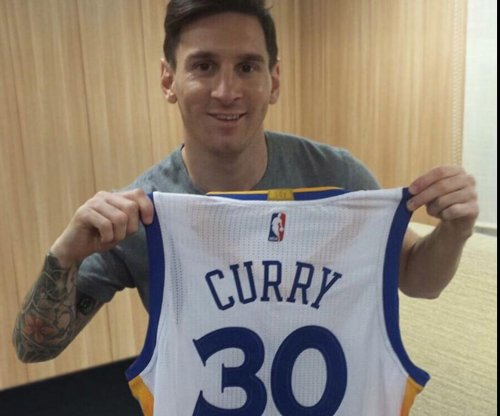 Warriors' Stephen Curry sends Lionel Messi jersey via Instagram