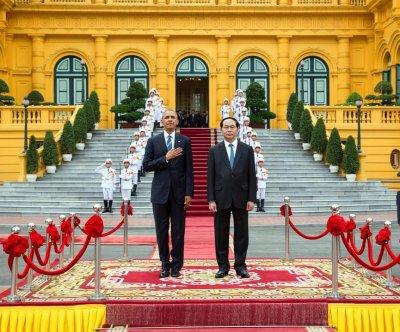 Obama presses Vietnam on human rights