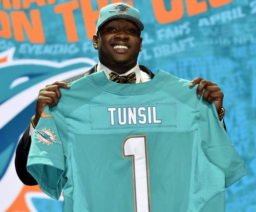 Miami Dolphins' Laremy Tunsil expects to play Sunday