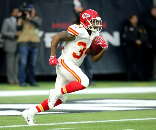 Green Bay Packers acquire RB Knile Davis from Kansas City Chiefs