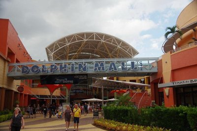 FBI foils IS-inspired plot to bomb Florida mall on Black Friday