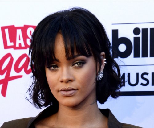 Rihanna, Anne Hathaway tapped for 'Ocean's 8'
