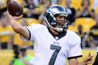Sam Bradford throws two TD passes in Philadelphia Eagles' 33-23 win